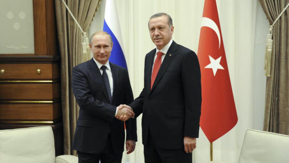 PARKERER PRESTISJEPROSJEKT:  Russland skrinlegger oljeledningen South Stream inntil viderer. President Vladimir Putin kunngjorde beslutningen under et møte i Tyrkais hovedstad Ankara mandag med sin tyrkiske kollega Tayyip Erdogan. Foto: Mikhail Klimentyev/RIA NovostiReuters/NTB Scanpix.