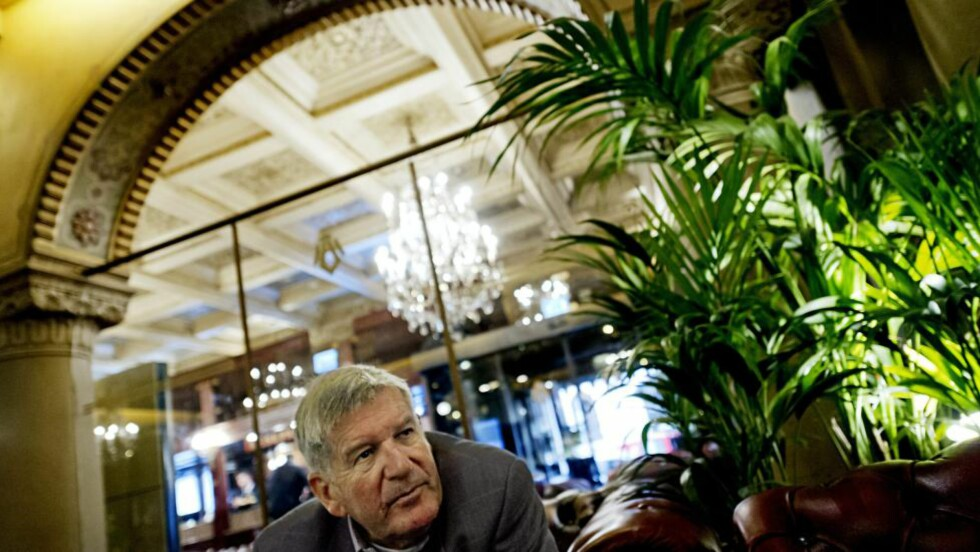 OLJEPRISEN: Professor emeritus Øystein Noreng (72) tror oljeprisen kan falle videre. Foto: Ivan Kverme / Finansavisen