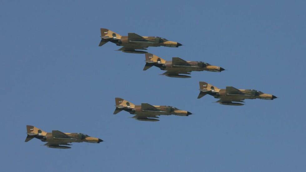 IRANSKE FLY: Under en oppvisning i 2011. Foto: EPA / ABEDIN TAHERKENAREH / NTB scanpix