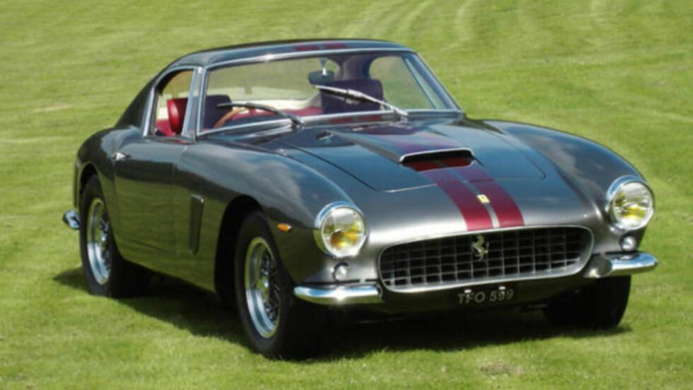 SKILT ETTER FØDSELEN: Det svært kosstbare skiltet skal pryde dette smykket - en Ferrari 250 GTO SWB, som er tidligere eid av Eric Clapton. Foto: TALACREST