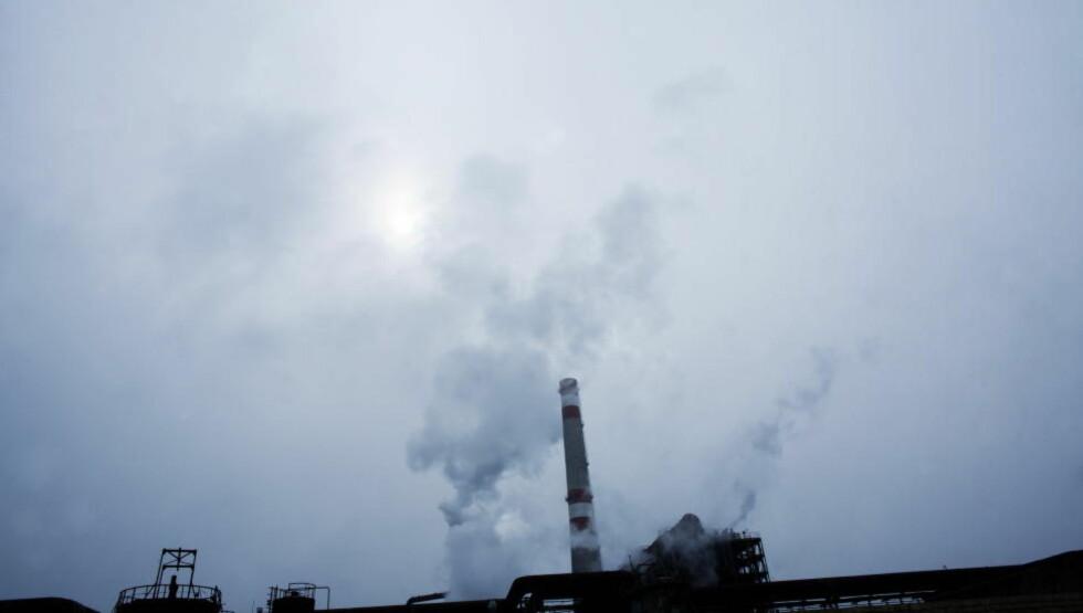 KAN BLI NY REKORD: Hvis ikke 2014 blir dét aller varmeste året på jorda, blir det uansett ett av de aller varmeste. Årsaken er global oppvarming. Her et bilde fra et industriområde i Aserbadsjan. Foto: Linda Næsfeldt / Dagbladet