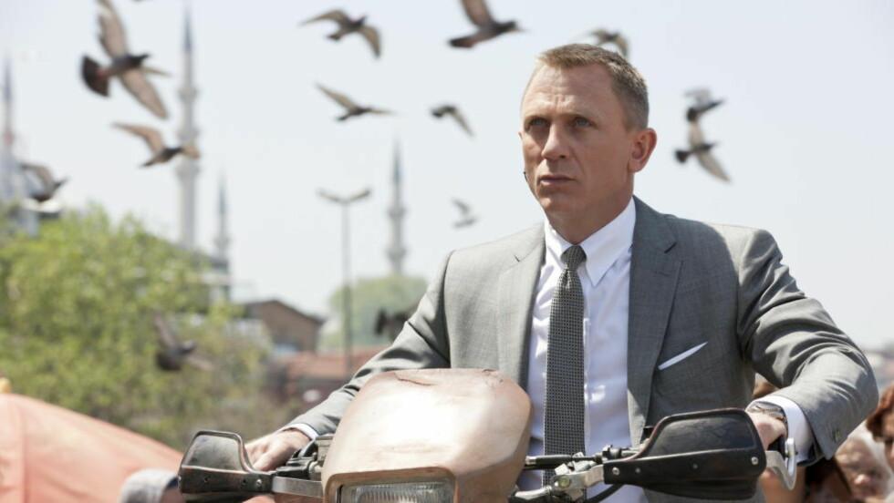 FORTSETTER: Daniel Craig skal spille superspionen også i «Spectre», den kommende Bond-filmen. Foto: Fotoweb