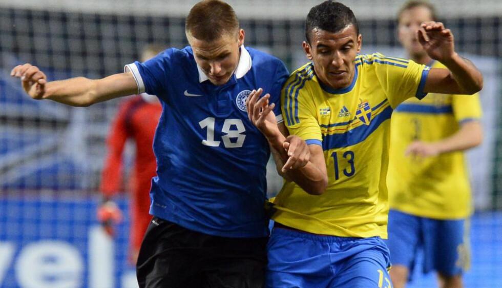 LANDSLAGSSPILLER: Estland-stopper Karol Mets, her mot Sverige, skal spille i norsk toppserie neste sesong. Foto: AFP / JONATHAN NACKSTRAND / NTB SCANPIX