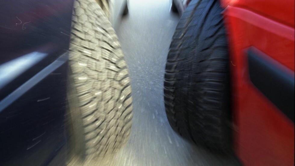 FEIL DEKK? Andelen som kjører på sommerdekk på vinterføre er skremmende høy, og mange blir overrasket av det første snøfallet. Foto: DAGBLADET