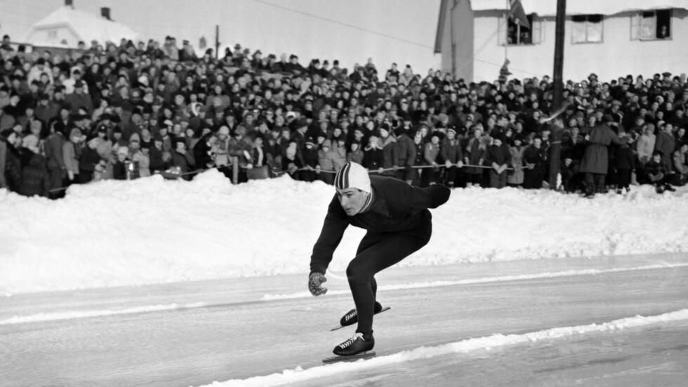 NM I 1956: Her er Hroar Elvenes i aksjon på 1500 meter i NM på Hamar i 1956. Foto: NTB / Scanpix