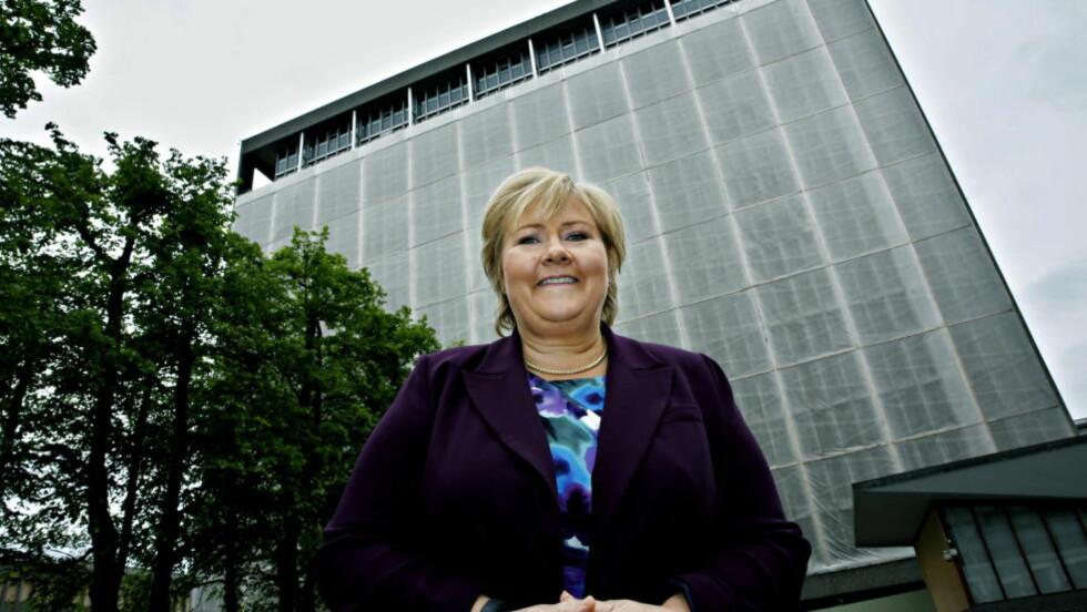 SEKS MULIGHETER GJENSTÅR: Statsminister Erna Solberg (H) foran regjeringskvartalet. Foto: Jacques Hvistendahl / Dagbladet