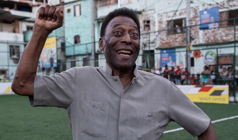 TAKKER: Pele sendte fredag ut en takkevideo fra sykehuset. Brasilianeren føler at han er på bedringens vei. Foto: AFP PHOTO / YASUYOSHI CHIBA
