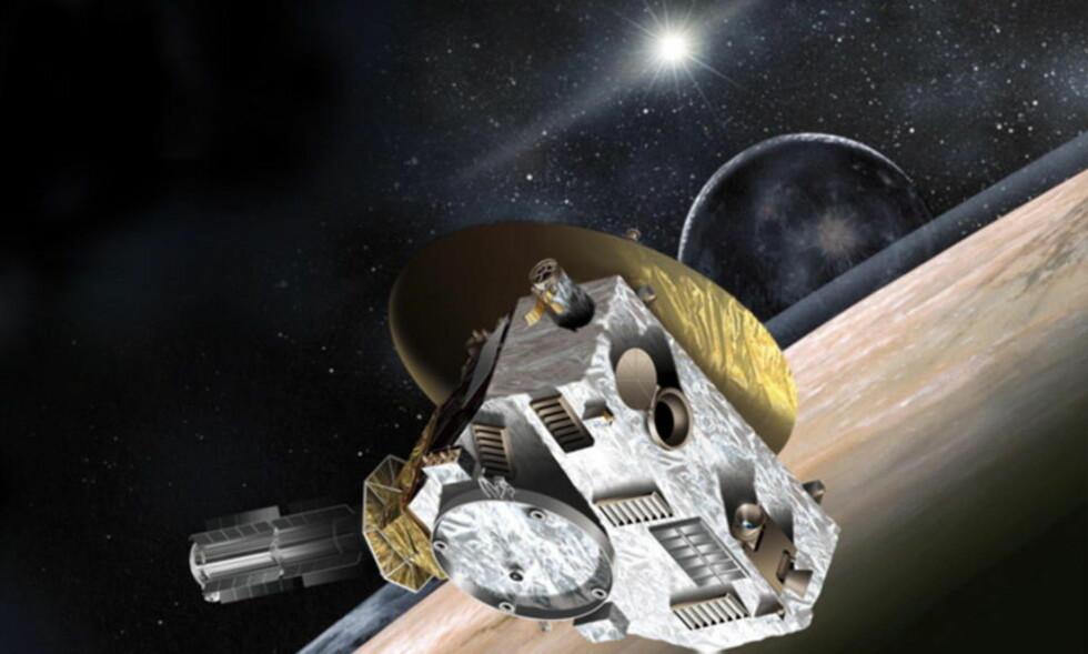 SKAL PASSERER PLUTO: «New Horizon — NASA's Pluto-Kuiper Belt Mission»  er en ubemannet romferd og et prosjekt i regi av NASA som for øyblikket er på vei mot dvergplaneten Pluto. Den er forventet å bli den første romsonden til å studere Pluto og dens måner Charon, Nix, Hydra, Kerberos og Styx. Den 478 kg tunge sonden ble skutt opp 19. januar 2006, med forventet ankomst den 14. juli 2015. Deretter vil man forsøke å sende sonden forbi et eller flere Kuiper-legemer. Illustrasjon: NASA/JHUAPL/SwRI