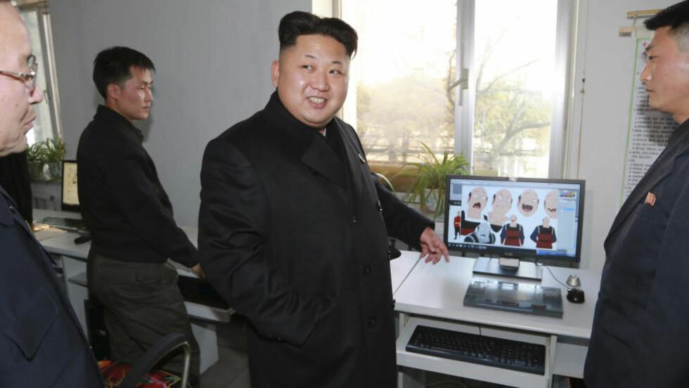 ELITESTYRKE: Kim Jong-un skal ha en stor elitestyrke hackere i regjeringens tjeneste. Kan det være det mystiske «Byrå 121» som sto bak Sony-hackingen? Foto: REUTERS/KCNA/NTB Scanpix