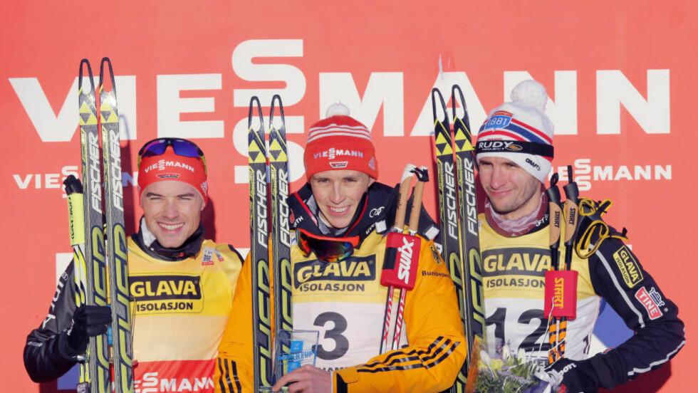 PALLEN: Eric Frenzel fra Tyskland vant foran Fabian Riessle (t.v.) Jan Schmid ble nummer tre.  Foto: Terje Pedersen / NTB scanpix