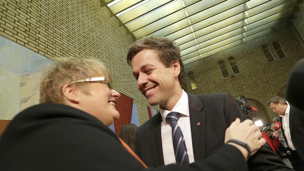 FÅR SKRYT: Etter å ha forhandlet i tolv timer, ble justisminister Anders Anundsen (Frp) fredag kveld endelig enig med Trine Skei Grande (V) og Knut Arild Hareide (KrF) om en ny asylavtale.  Foto: Vidar Ruud / NTB scanpix