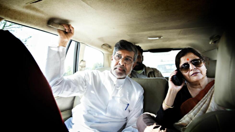 REDNINGSPARET:  Kailash Satyarthi og kona Sumedha Kailash har jobbet sammen i over tre tiår med å redde barn. Fredsprisvinneren drar verden rundt og kjemper for barns rettigheter, mens kona er direktør på parets barnehjem, Bal Ashram, i Rajasthan-provinsen i India. - Når du ser smilene til barna i det de skjønner at de er ute av fangenskap... Ikke noe er finere enn det, er de to enige om. Foto: NINA HANSEN
