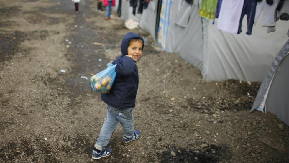 FLYKTNING: En kurdisk gutt fra den syriske byen Kobani, i flyktningleiren i den tyrkiske byen Suruc. Foto: Osman Orsal / Reuters / NTB Scanpix