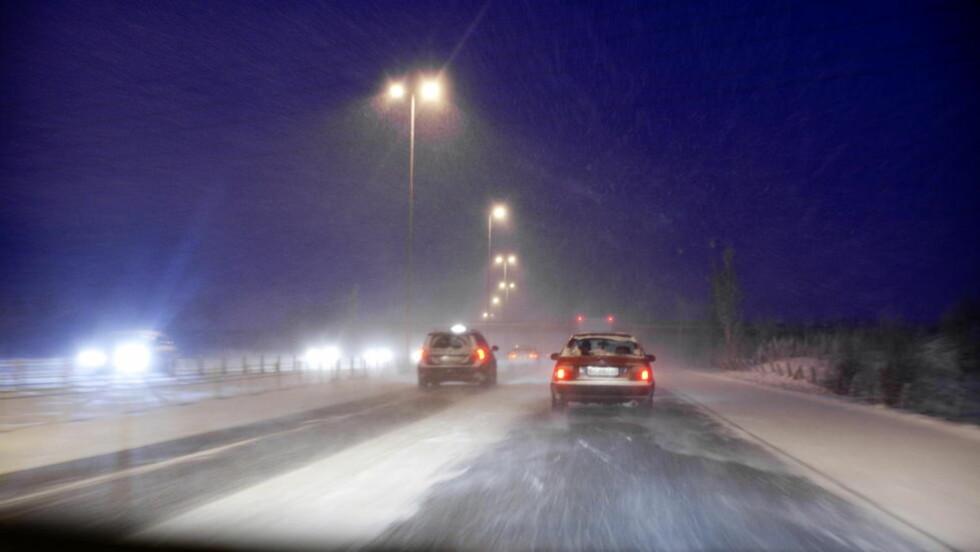 FORSIKTIG:  Politiet og Statens vegvesen melder begge om glatte kjøreforhold mange steder i landet i dag. Oppfordringen fra dem begge er å ta det rolig på veien. Foto: Gina Bast Mossige