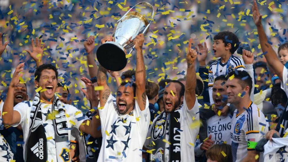 MESTERE IGJEN: Los Angeles Galaxy sikret seg nok en MLS-tittel i natt. Sånt blir det jubel av. Foto: Victor Decolongon / Getty Images / AFP / NTB Scanpix