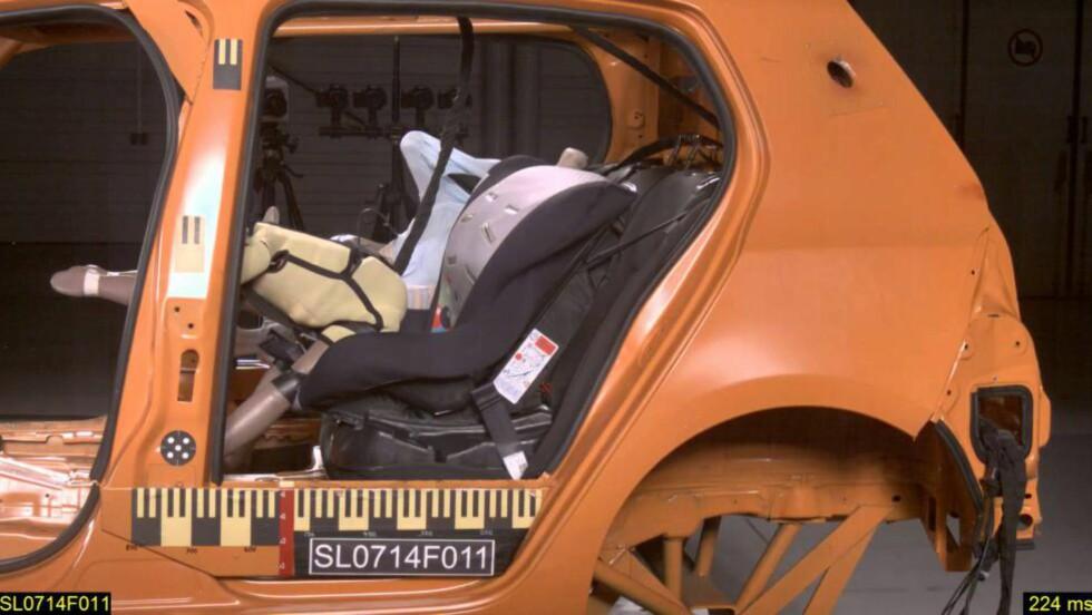 SEMMERT: Det ble ikke oppløftende resultat for noen av de billige stolene. Her er Nania Safety Paris i test.  Foto: ADAC