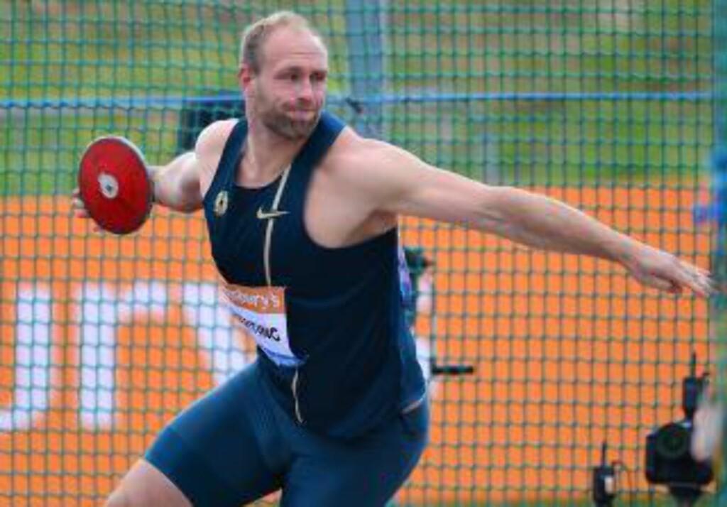 TRAKK SEG I PROTEST. Den tyske diskoskasteren Robert Harting ble så opprørt over at Justin Gatlin var funnet verdig og ble nominert til Årets utøver av IAAF. Det ble også Harting. Men han nektet å stå på samme liste som Gatlin. Foto: AFP.
