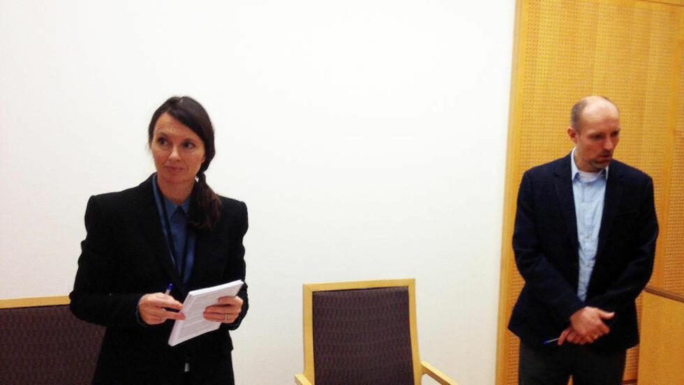 FENGSLET: Politiadvokatene Anne Karoline Staff og Per Niklas Hafsmoe fra PST fikk medhold i at den terrorsiktede 23-åringen bosatt på Greåker skulle varetektsfengsles. MMS-foto: Torgeir P. Krokfjord