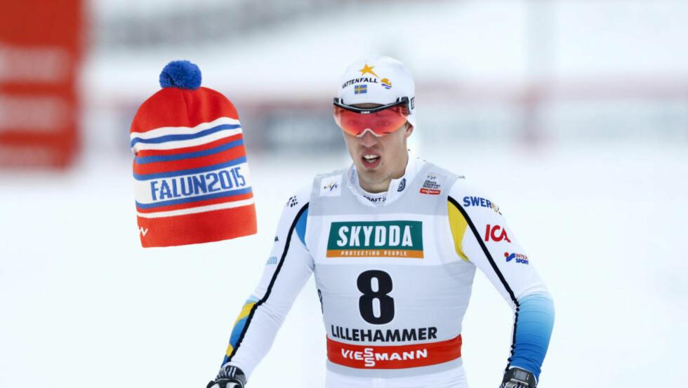 NORSK?: Den offisielle VM-lua i Falun har fått farger som er slående lik de norske fargene. Foto: NTB Scanpix / produsenten