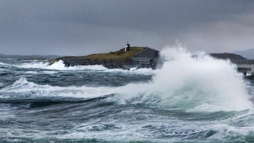INNEVÆR: Det neste døgnet er det meldt vindfullt i hele landet. På Vestlandet er det ventet full storm.  Foto: Berit Roald / NTB Scanpix