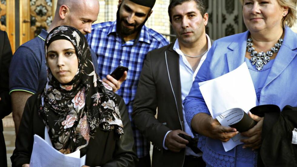 IMPONERTE MANGE:  Mandag denne uka holdt den 19-årige Faten Mahdi Al-Husseini en appell mot ekstremisme, terrorgruppa Den islamske stat (IS) og Profetens Ummah. Foto: Jacques Hvistendahl / Dagbladet