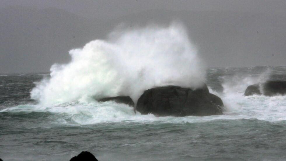 FULL STORM:  Det er ventet full storm på deler av Vestlandet i kveld. Hordaland og Sogn og Fjordane blir hardest rammet, ifølge meteorologisk institutt. Foto: Oddmund Lunde / Dagbladet