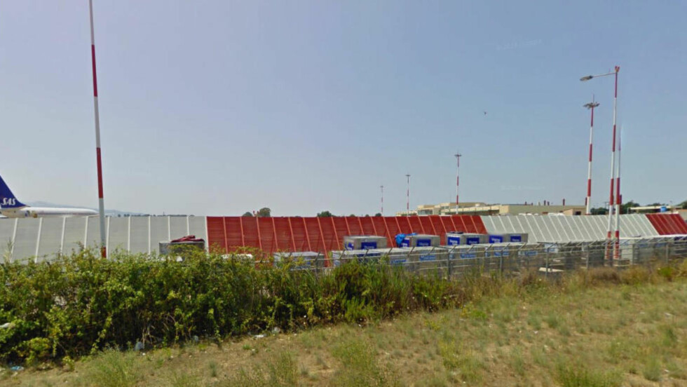 STANSET: Her, på Aktion Preveza-flyplassen i Hellas ble syreren stanset av greske flyplassmyndigheter, ifølge flypassasjerer. Foto. Google