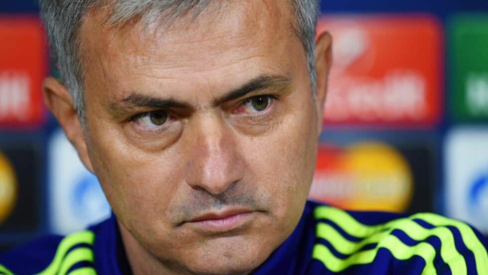 HVILER FØRSTELAGSSPILLERE: Chelsea-trener José Mourinho har allerede vunnet Champions Leagues gruppe G. I morgendagens kamp mot Sporting Lisboa, øyner han en mulihghet til å hvile førstelagsspillerne og sette innpå noen akademiprodukter. Foto: EPA/ANDY RAIN