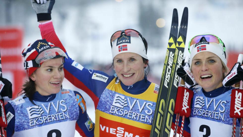 TRIPPEL NORSK:  Heidi Weng, Marit Bjørgen og Therese Johaug dominerte helgas verdenscup på Lillehammer. Foto: NTB Scanpix