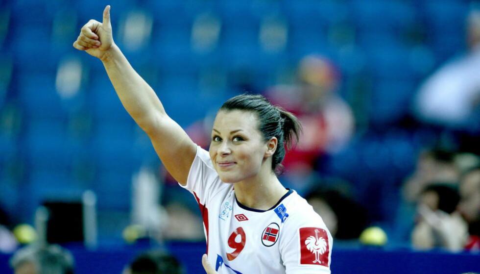 TOMMELEN OPP: Nora Mørk spilte en god kamp da Norge slo Ukraina med 11 mål i kveld. Nå venter Danmark i en skikkelig thriller torsdag kveld, et oppgjør som danskene må vinne for å ha en realistisk mulighet til å nå en semifinale.