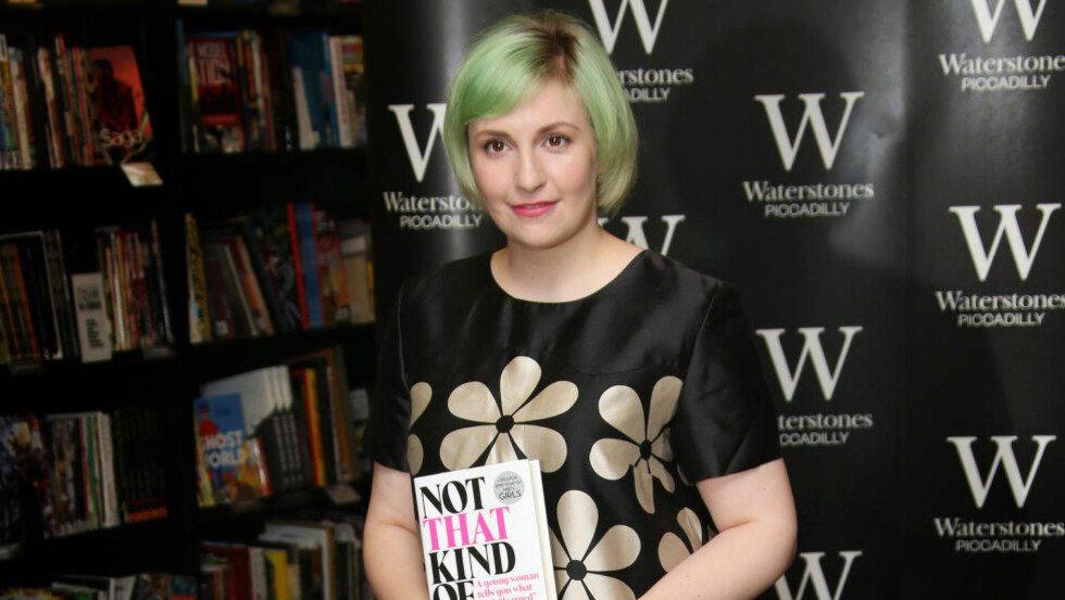 TRUET MED SØKSMÅL: Lena Dunham må gjøre endringer i nye utgaver av boka «Ikke en sånn jente», der hun skriver om en voldtekt hun skal ha blitt utsatt for som 19-åring.  Foto: NTB SCANPIX / Joel Ryan/Invision/AP