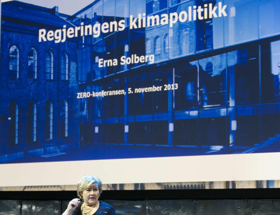 <strong>LANGT FRAM:</strong> Statsminister Erna Solberg snakket om regjeringens klimapolitikk under Zero-konferansen i fjor. Undersøkelsen til Germanwatch viser at det er langt fram. Foto: Heiko Junge / NTB scanpix