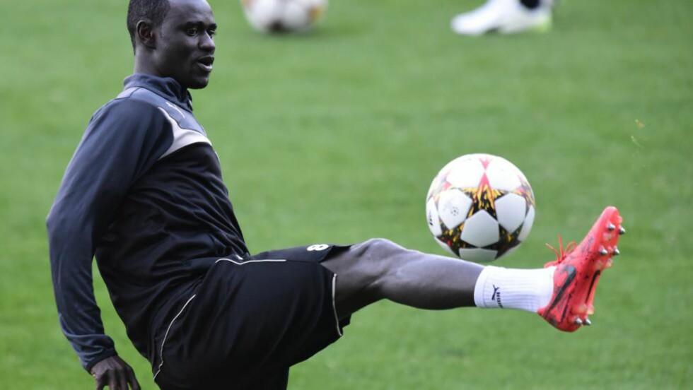 HØRTE APELYDER. Enoch Kofi Adu håper det blir tatt affære etter at greske journalister angivelig skulle opptrådt rasistisk i Champions Leauge-kampen mellom Malmö og Olympiakos. Foto: AFP.