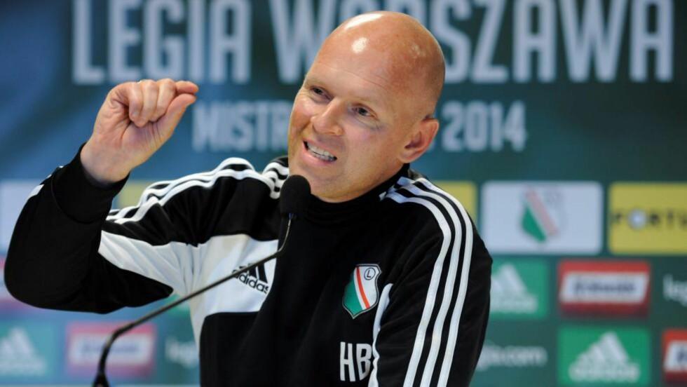 TROEN:  Henning Berg har troen på å gå videre fra gruppespillet i Europa League. Foto:  EPA/BARTLOMIEJ ZBOROWSKI