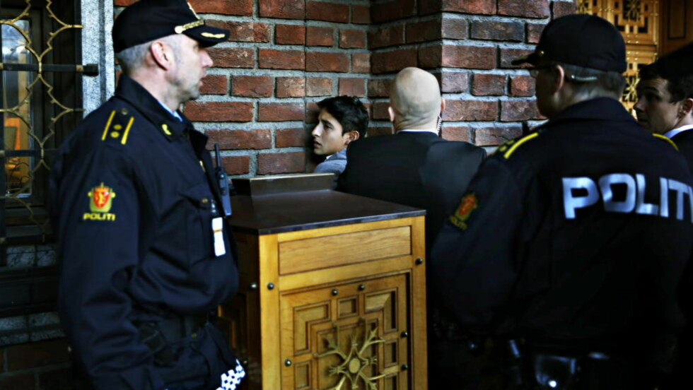 TOK SEG INN: Demonstranten er nå identifisert som Adán Cortés Salas. Foto: Jacques Hvistendahl / Dagbladet
