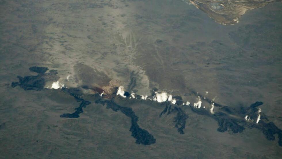 SPREKK: Utbruddet i Holuhraun kommer fra en sprekk like ved Bardarbunga-vulkanen. Foto: Kjartan Thorbjornson / Scanpix