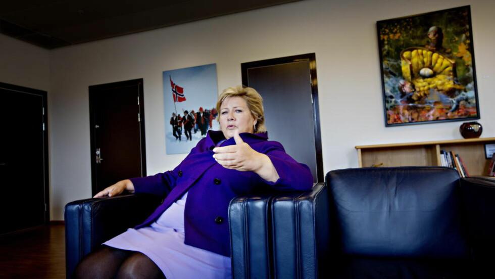 ØKONOMISK STRAFF: Statsminister Erna Solberg sier det ikke er militære løsninger på konflikten mellom Ukraina og Russland, og mener vestlige lands økonomiske straffetiltak mot Russland etter brudd på folkeretten vil virke på sikt til at Russland må endre kurs. NATO-toppmøtet neste u ke blir det viktigste på flere tiår, mener hun. Foto: Anita Arntzen / Dagbladet