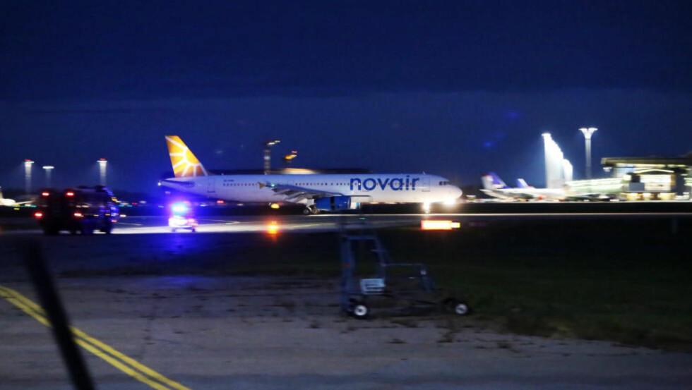 LANDET TRYGT: Novair-maskinen landet på Gardermoen i 21.15-tida, uten problemer. Foto: DANIEL LAABAK / TIPSER.NO