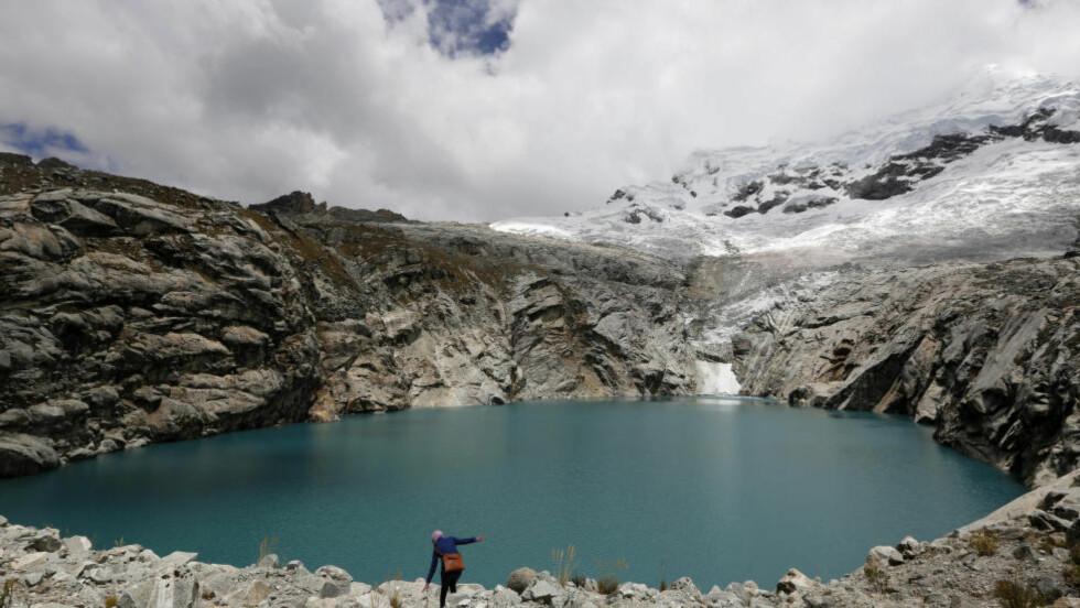 TRUES: Forskere mener at dersom en stor bit med is faller fra isbreen Hualcan, vil den kunne utløse en tsunami-lignende bølge i innsjøen Laguna 513 og sende dødelige mengder vann nedover dalen. REUTERS/Mariana Bazo