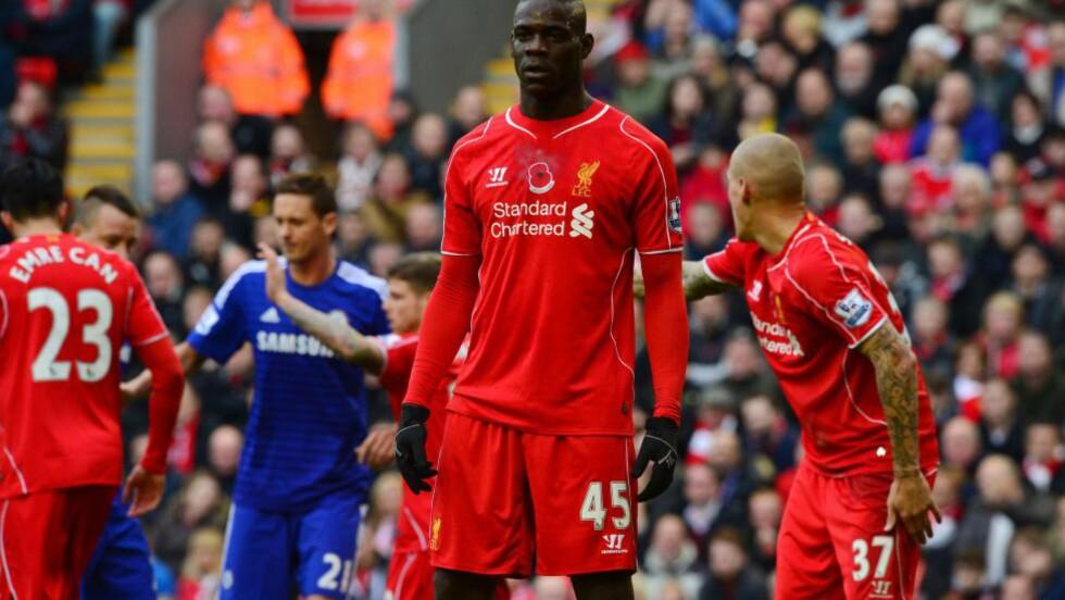 TRENER IGJEN: Mario Balotelli har vært ute med skade mens Liverpool har slitt på banen. Nå meldes italieneren kampklar foran det bitre oppgjøret med Manchester United. Foto: AFP  / PAUL ELLIS / NTB SCANPIX