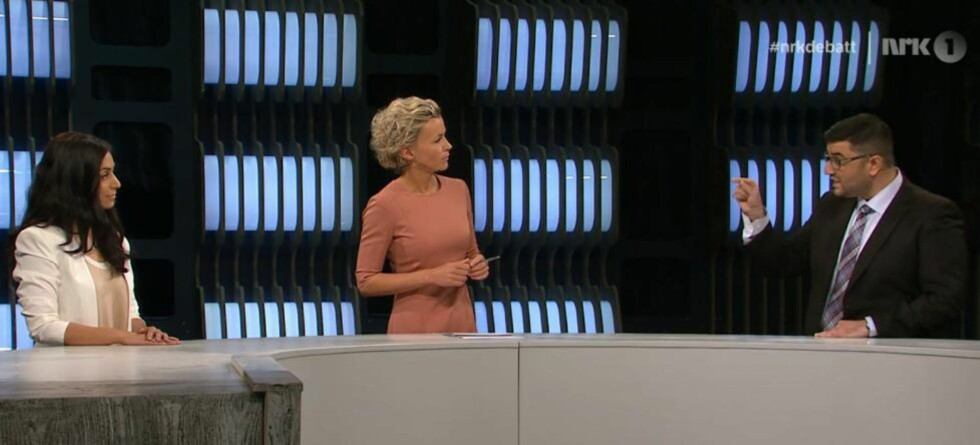 BAKTEPPET: Denne debatten, om terror og ekstremisme, danner bakteppet for opptrinnet der Frp's stortingsrepresentant Mazyar Keshvari framsatte grove drapstrusler mot NRK-profilen Ingunn Solheim. På tampen av debatten utfordret Ap-representant Hadia Tajik Frp's Mazyar Keshvari om det hun mener er Frp's hatretorikk. Foto: Skjermdump, NRK Debatten.