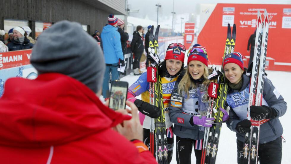 TRIPPEL NORSK:  Marit Bjørgen, Therese Johaug og og Heidi Weng under forriges helgs verdenscup på Lillehammer. Foto: NTB Scanpix