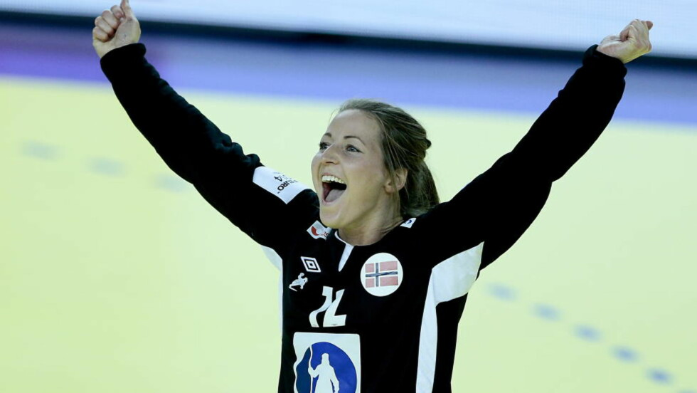 STORSPILL: Silje Solberg har storspilt i det norske målet i håndball-EM. NRK-kommentator Øystein Havang er imponert.   Foto: Bjørn Langsem / DAGBLADET