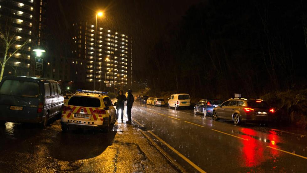 ETTERFORSKNING: En mann er funnet død i en leilighet i Loddefjord i Bergen etter en mulig voldsepisode. Foto: Tor Erik Brekke / NTB scanpix
