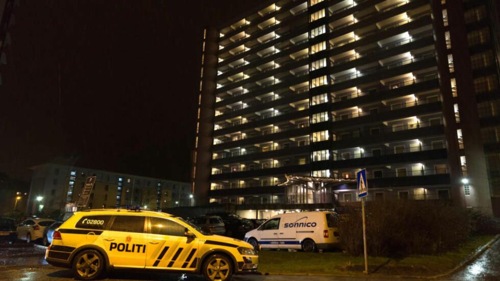 STESØNN PÅGREPET:  En 62 år gammel mann ble i går kveld funnet død i en leilighet i Loddefjord i Bergen. Stesønnen er pågrepet og siktet for legemsbeskadigelse med døden til følge.  Foto: Trond Erik Brekke / NTB scanpix