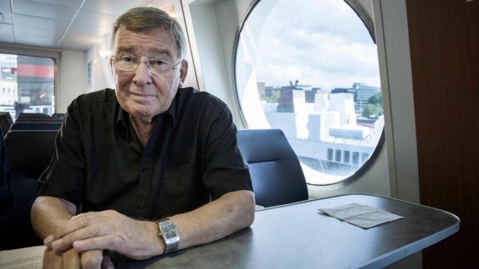 MISFORNØYD: NRK-veteran Vidar Lønn-Arnesen mener at seerne over 50 år velger radio foran tv fordi NRKs tilbud ikke er godt nok. Foto: Øistein Norum Monsen / Dagbladet