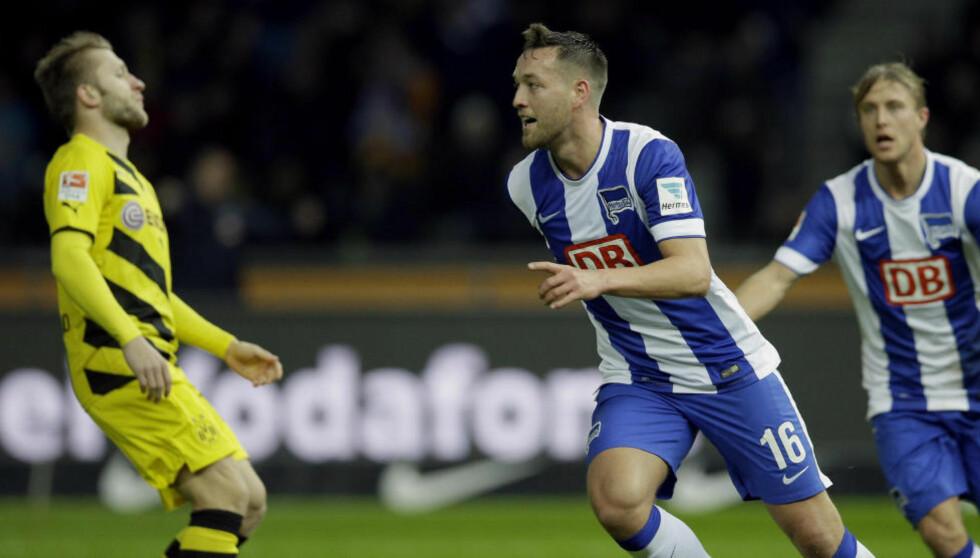 MÅLGIVENDE: Per Ciljan Skjelbred (t.h.) spilte fram Julian Schieber kampens eneste mål mot Borussia Dortmund. Foto: Michael Sohn / AP / NTB Scanpix