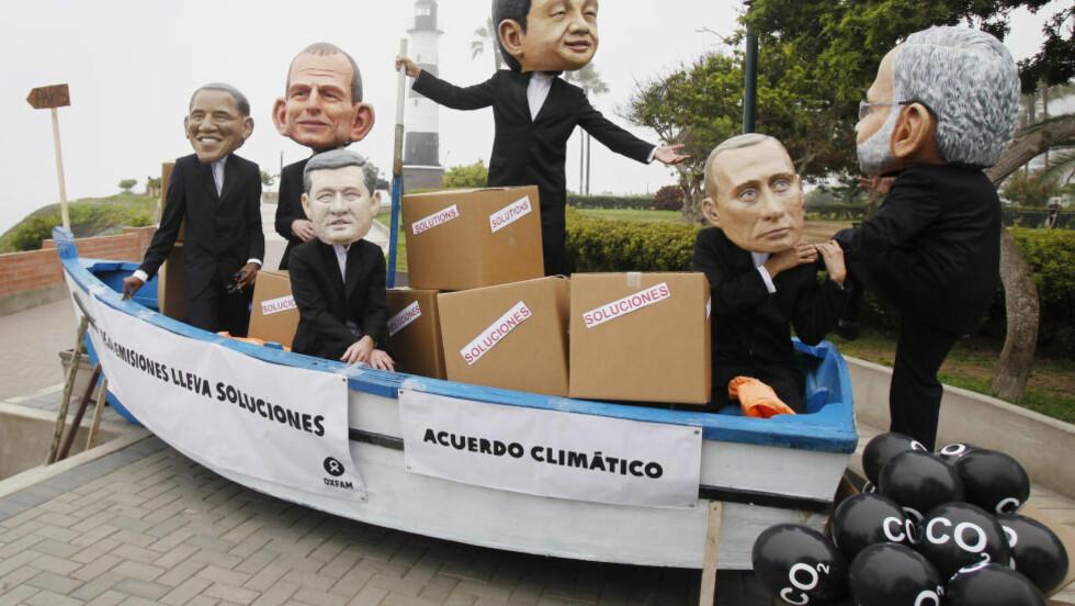 UENIGE: Klimaaktivister har satt de store lederne i samme båt. Men den gynges nå av USA og Kina. Foto: REUTERS/Enrique Castro-Mendivil/NTB Scanpix
