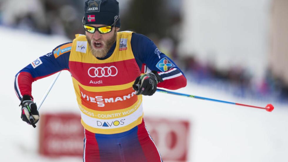 UTE: Martin Johnsrud Sundby kom seg akkurat ikke videre fra sprintkvalifiseringen i Davos søndag. Foto: Berit Roald / NTB scanpix
