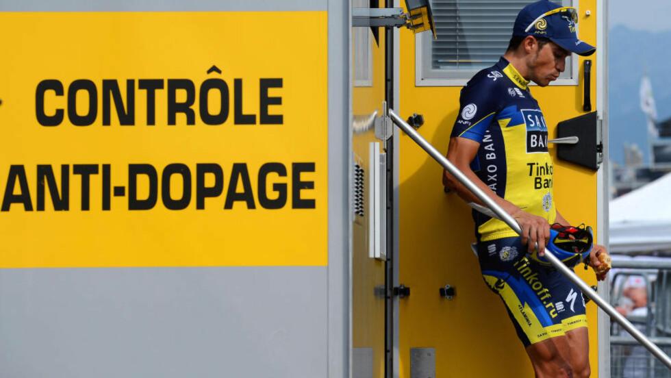 NULL: Dopingjegerne fant ingen syndere under årets Tour de France. Av 719 prøver kom ingen tilbake med positivt resultat. Her har Alberto Contador avlagt sin prøve. (Foto: Tim de Waele)